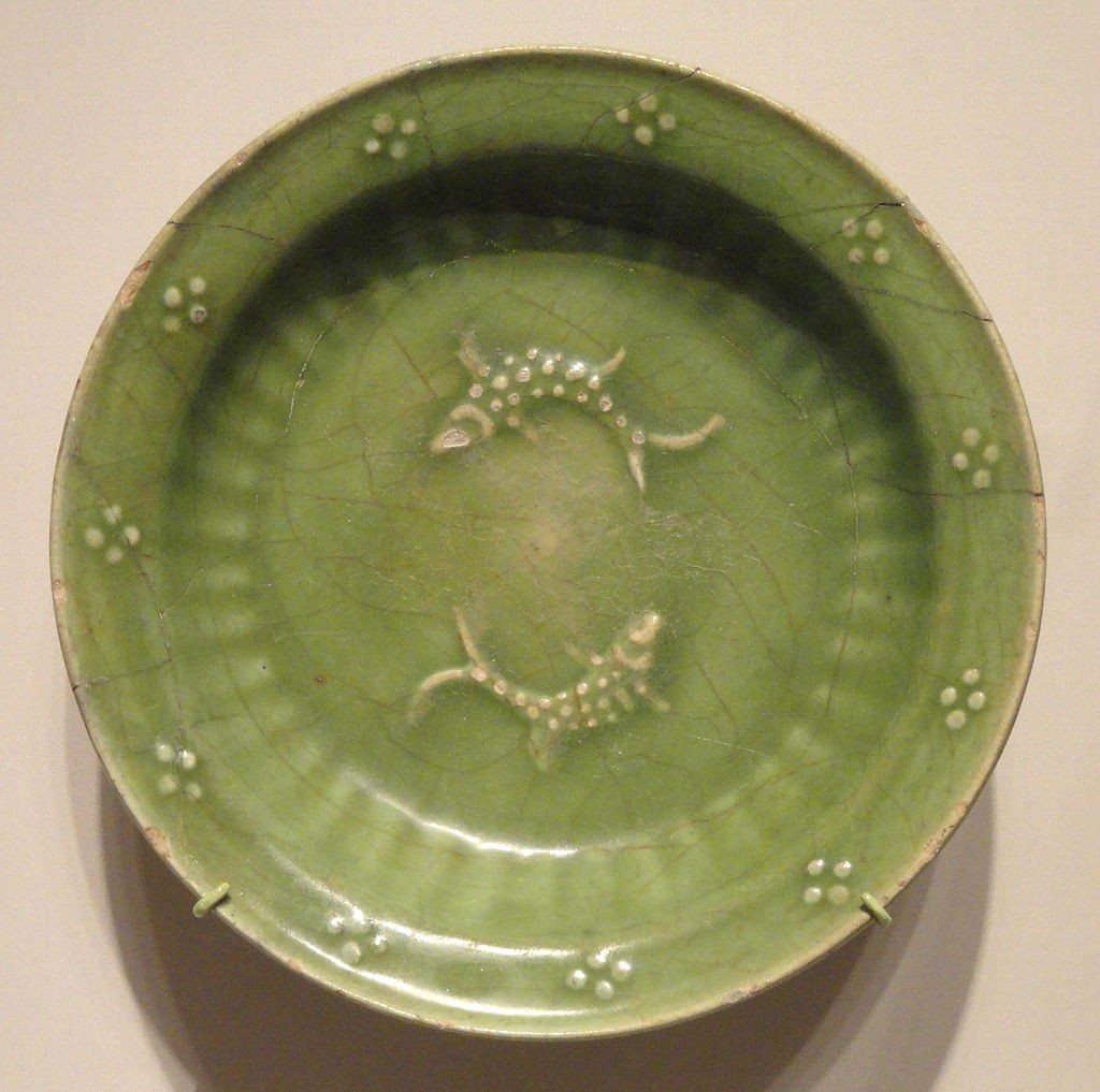 Dish_with_Paired_Fish,_first_half_of_14th_century,_Ilkhanid_period,_Iran_-_Sackler_Museum_-_DSC02511